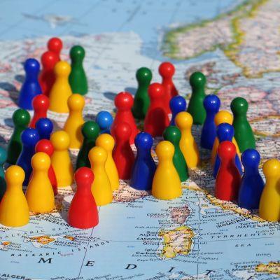 En karta av Europa med spelpjäser på.