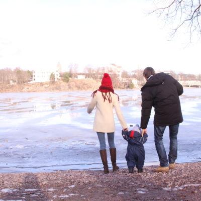 Familj vid Tölöviken.