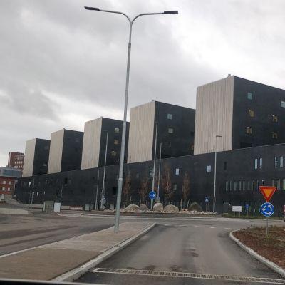 Keski-Suomen uuden keskussairaalan, sairaala Novan rakennus ulkoapäin kuvattuna.
