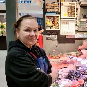 Svetlana Ekström i Hagnäs Saluhall.