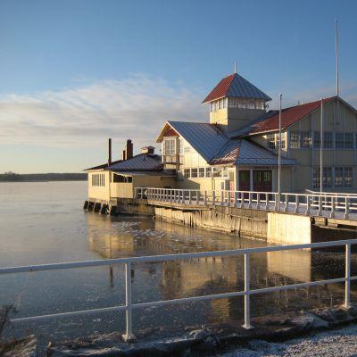 Restaurang Knipan i Ekenäs vintertid.