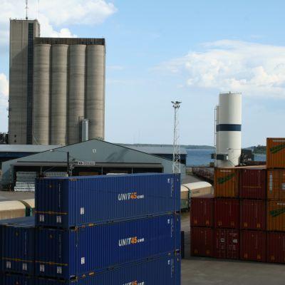 Containrar i Lovisa hamn