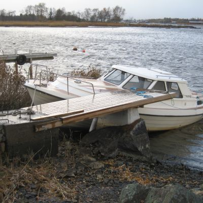 Lågt vattenstånd i Gamla Hamn i Jakobstad