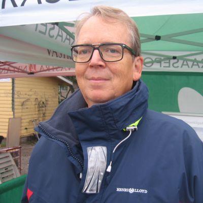 Jan Lindholm är styrelseordförande för Raseborgs ishall ab.