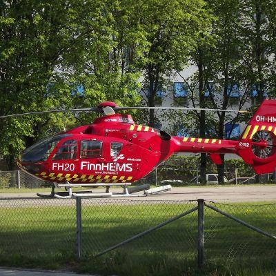 FinnhemsFinnhems läkarhelikopter OH-HMI (FH20) vid Åbo universitetscentralsjukhus.