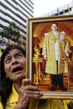 Thailands 87-årige kung tvingas ställa in sitt födelsedagsframträdande.