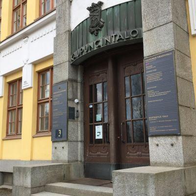Mikkelin kaupungintalon ovi