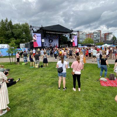 Festivaalikansaa Järvenpää soi -tapahtumassa.
