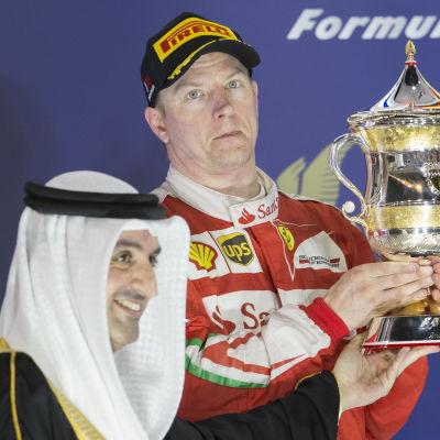 Kimi Räikkönen på podiet i Bahrain 2016.