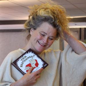 Profilbild på illustratören och författaren Stina Wirsén.