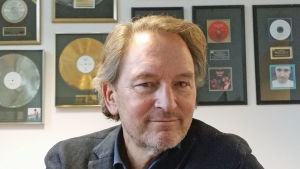 Tomas Ledin på skivbolagskontoret i Stockholm