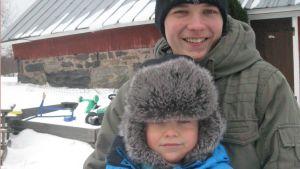 Storprinsen och lillprinsen. Jonas och David Nordberg är 17:nde generationen på Kyrkogårdsö.