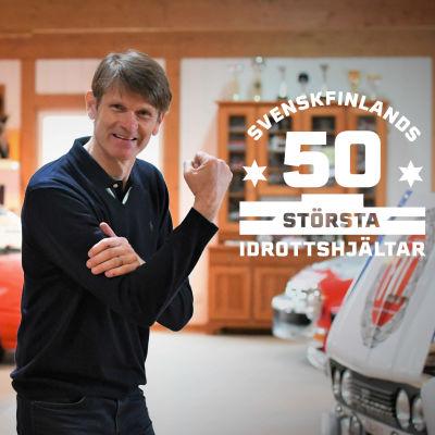 Marcus Grönholm med logon för Svenskfinlands 50 största idrottshjältar.