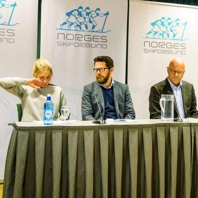 Therese Johaug och det norska skidförbundet håller presskonferens.