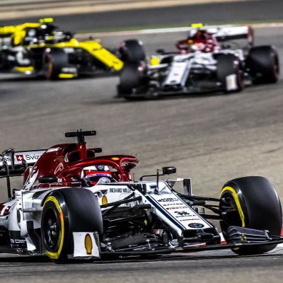 Kimi Räikkönen kör i Bahrain.