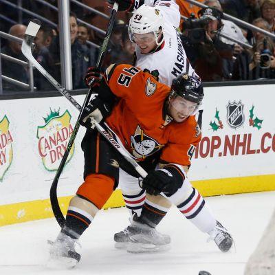 Sami Vatanen och Anaheim Ducks orange tredjeuniform, november 2015.