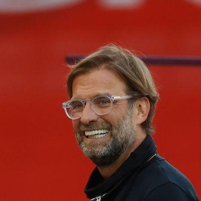 Jürgen Klopp hymyilee leveästi.