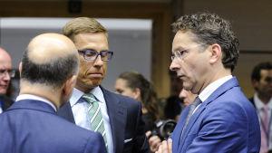 Finansministrarna Alexander Stubb och Jeroen Dijsselbloem på Ecofinmöte i Bryssel.