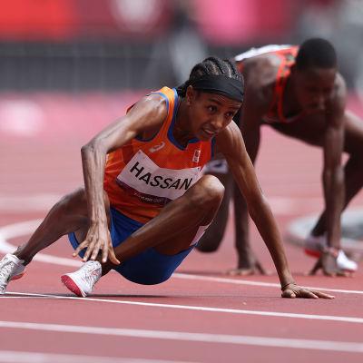 Sifan Hassan kaatui, nousi pystyyn ja tykitti alkueränsä voittoon 1500 metrillä.