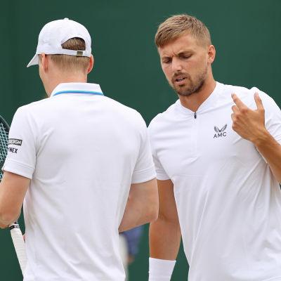 Harri Heliövaara ja Lloyd Glasspool Wimbledonin tennisturnauksessa.