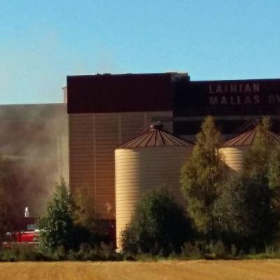 Kuljettimen tulipalo aiheutti vain vähän savua tehtaan ulkopuolelle.