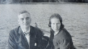 Olof Enckell och hans första fru Monica Ehrström, blivande dockkonstnären Mona Leo, här i Cid Tallqvists snipa 1924.