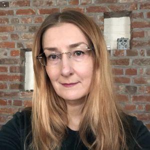 Emmi Itäranta selfie-kuvassa