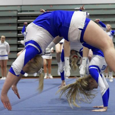 Finlands damlandslag i cheerleading tränar