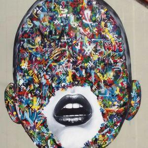 Väggmålning som föreställer ett huvud i Stavanger i Norge.