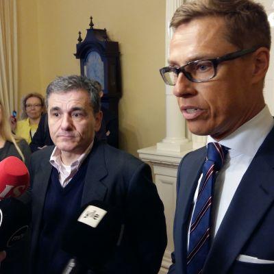 Greklands finansminister EuklidisTsakalotos och Finlands finansminister Alexander Stubb