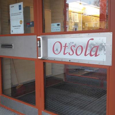 Otsolan kansalaisopiston ovi