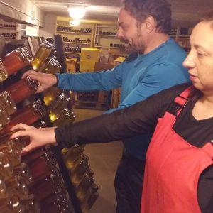 Paola Guerrero de Cohen och David Cohen utvecklar skumppa av honung
