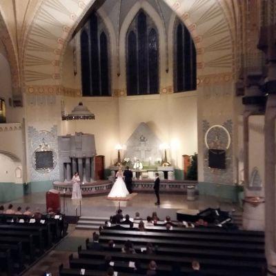 Bröllop i Mikaelskyrkan i Åbo.