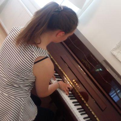 Loviisa Tuomisto är en ung pianist från Vasa