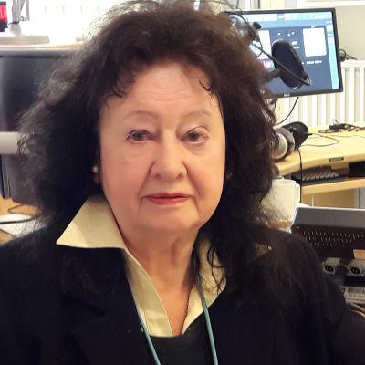 Eeva Lennon haastateltavana Pasilan studiossa