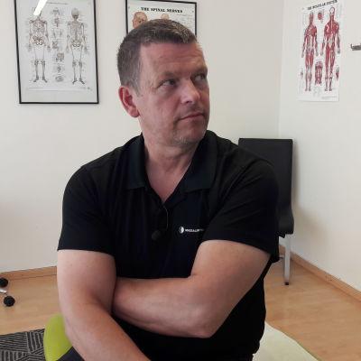 Anders Granholm på Massagepunkten i Jakobstad.