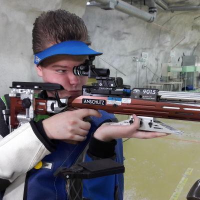 gevärsskytten Cristian Friman siktar mot OS