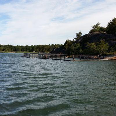 Fiskodling i havet vid Berghamn i Houtskär.