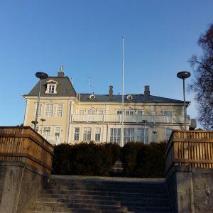Den ståtliga synen av Ispois herrgård i Åbo