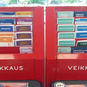 Olika blanketter för penningspel i R-kiosk.