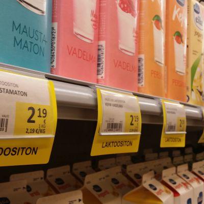 Laktoositon-hyllynreunuslappuja S-marketissa