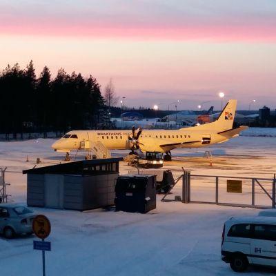 Stockholmsflyget har anlänt till Åbo.