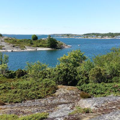 Utsikten från Härmo på Berghamn i Houtskär.