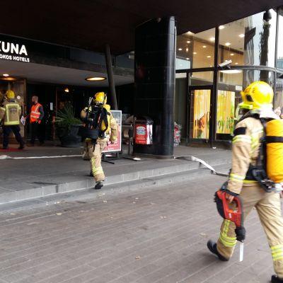 Hotelli evakuoitiin Helsingin keskustassa kärähtäneestä lampusta johtuneen savun vuoksi
