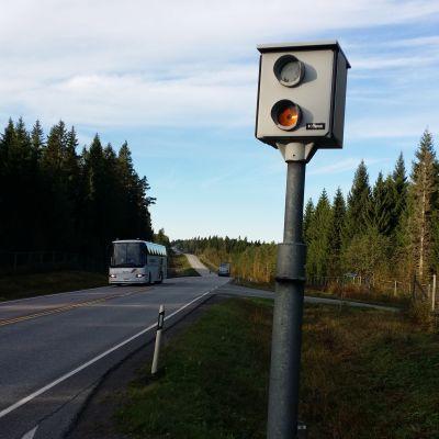 Juvan ja Mikkelin välillä on kymmenkunta kameratolppaa.
