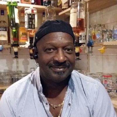 Även om restaurangägaren Christian Gisors är orolig för orkanen Irmas skadegörelse, pustar han ut. -Alla de mina mår bra, säger han.