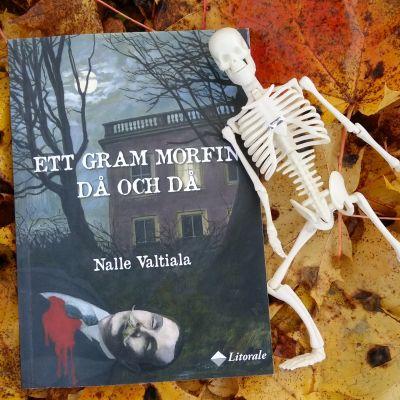 """Pärmen till Nalle Valtialas roman """"Ett gram morfin då och då""""."""