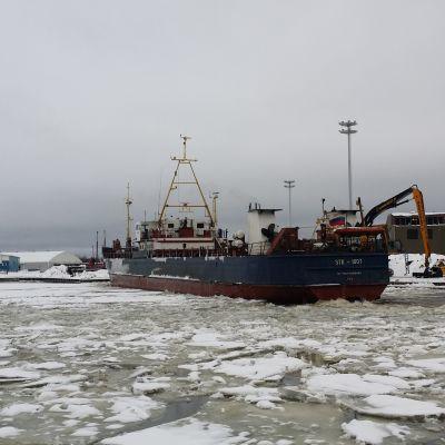 Saimaan kanava Mustola rahtilaiva talvi jää Lappeenranta