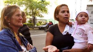 Venezuela ajautuu kohti humanitaarista katastrofia, presidentti puhuu olemattomasta taloussodasta. yle tv1