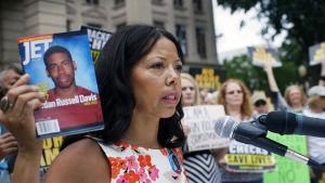 Floridassa vuonna 2012 valkoinen Michael Dunn ampui mustan teinin Jordan Davisin ja pakeni paikalta.